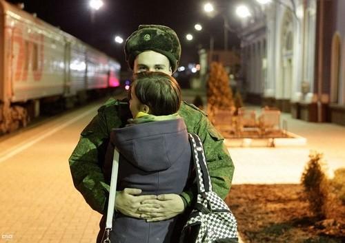 Девушка будущего солдата ждет от него ребенка