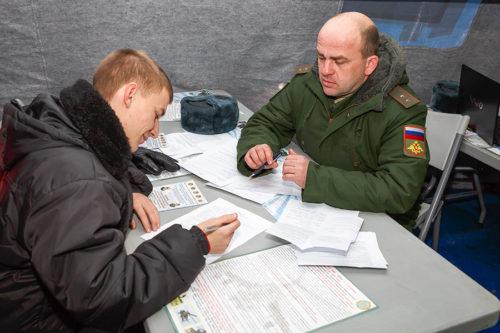 С военнослужащими поступающими в военно учебное заведение подписывается договор