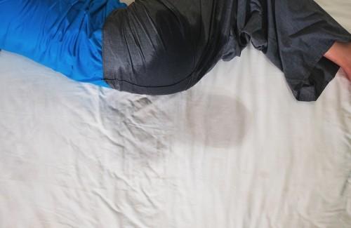 Мокрая кровать не считается основным показателем присутствия заболевания