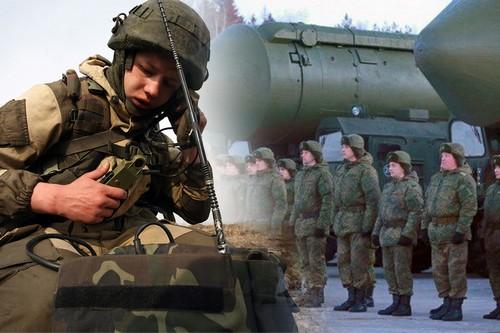 Военнослужащий с рацией
