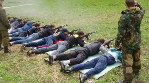Юноши на военных сборах